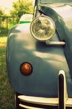 Bil som stirrar på dig med dess pärlformiga öga arkivfoton