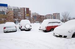 Bil som täckas med snow. Moscow Ryssland Arkivfoto