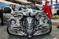 Bil trimmad stil filmfrämlingarna i motorisk show Arkivfoto