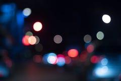 Bil under railly effekt för 50mm bakgrundsblur aktiverar sidan för nattnikkordeltagaren abstrakt blur Suddig bild av fe Fotografering för Bildbyråer