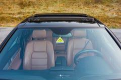 Bil- xxlsoltak för tysk lyxig sedan, röd/bruntläderinre, chromed prydnader, dyr specialtillverkad individuell bil Fotografering för Bildbyråer