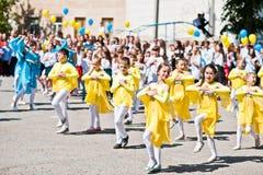 Bila, de Oekraïne - Mei 27, 2016: De schoollijn is in schoolplein met Royalty-vrije Stock Foto