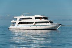 Bila yachten för turister Royaltyfri Fotografi