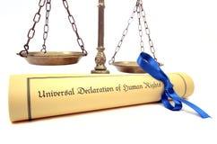 Bilancia della giustizia e la dichiarazione universale dei diritti umani Fotografia Stock