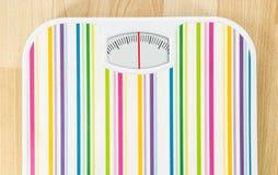 Bilancia pesa-persone con il quadrante pulito con le linee nessun numeri Fotografie Stock Libere da Diritti