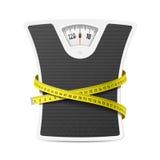 Bilancia pesa-persone con nastro adesivo di misurazione Fotografie Stock Libere da Diritti