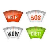Bilancie pesa-persone che visualizzano i messaggi di aiuto, di SOS, di wow e di dieta Fotografie Stock Libere da Diritti