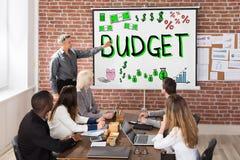 Bilancio e presentazione di finanza fotografia stock