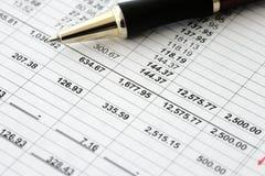 Bilans financiers d'affaires - budget calculateur Photographie stock libre de droits