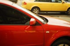 bilar färgade mång- Arkivfoto