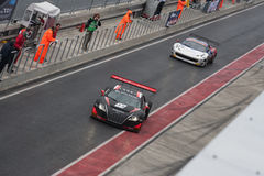 Bilar för FIA GT på göra full av hål-stoppar Fotografering för Bildbyråer