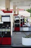 bilar fyra gas öar ingen pumpstation Fotografering för Bildbyråer
