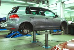 Bilar i den automatiska servicen fotografering för bildbyråer