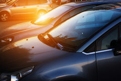 Bilar i gata Arkivfoton