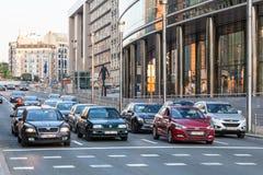 Bilar i gatan av Bryssel Royaltyfri Bild