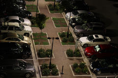 Bilar i parkeringsplats på natten Fotografering för Bildbyråer