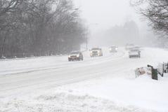 Bilar i snöstorm Royaltyfri Fotografi
