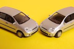 bilar kraschar två Royaltyfria Bilder