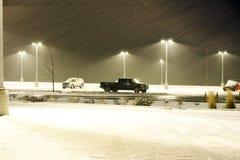 Bilar, lampor och en Snowstorm Arkivfoto