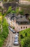 Bilar och arkitektur i Luxembourg arkivfoto