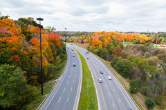 Bilar på Don Valley Highway Royaltyfria Bilder