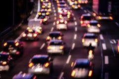 Bilar på huvudvägen royaltyfri foto