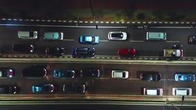 Bilar på natttrafikstockning i den Jakarta staden stock video