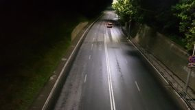 Bilar på nattvägen arkivfilmer