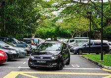 Bilar på parkeringsplatsen i Singapore Fotografering för Bildbyråer