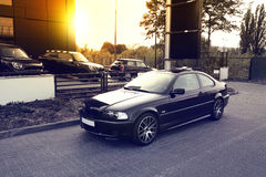 Bilar på solnedgångbakgrund Royaltyfri Foto