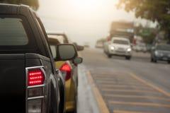 Bilar på trafikvägen Arkivfoton