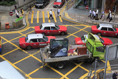 Bilar på tvärgatorna Arkivbilder