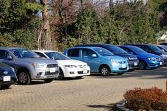 Bilar på parkeringsplatsen i Tokyo, Japan Arkivbilder