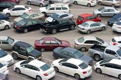 Bilar parkerar arkivfoto