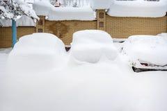 bilar räknade snow Arkivbild