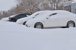 bilar snow under Arkivfoton