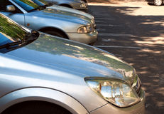 bilar som parkerar mycket Arkivbild