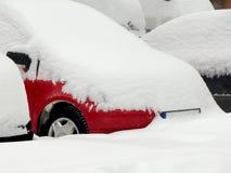 Bilar som täckas med snö arkivfoton