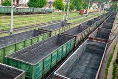 bilar tömmer järnvägen royaltyfri foto