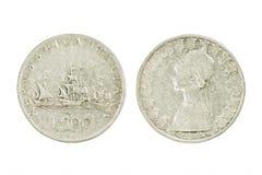 Bilatéral de la pièce de monnaie argentée de Lire italienne avec des bateaux de Columbus Isolant Images stock