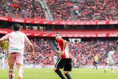 BILBAO, ESPAÑA - ARPIL 3: Andres Fernandez de los CF y de Aritz Aduriz de Granada en el partido entre el Athletic de Bilbao y Gra Fotografía de archivo
