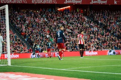 BILBAO, ESPAÑA - 20 DE ABRIL: Fernando Torres y Xabier Etxeita en el partido entre el Athletic de Bilbao y Athletico de Madrid, c Foto de archivo libre de regalías