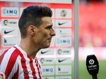 BILBAO, ESPAÑA - 18 DE SEPTIEMBRE: Aritz Aduriz, jugador atlético de Bilbao del club, en una entrevista de los deportes después d Imagen de archivo