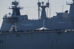 BILBAO, ESPAÑA - MARZO/23/2019 Portaaviones de la marina de guerra española Juan Carlos I en el puerto de Bilbao, día abierto a v imágenes de archivo libres de regalías