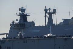 BILBAO, ESPAÑA - MARZO/23/2019 Portaaviones de la marina de guerra española Juan Carlos I en el puerto de Bilbao, día abierto a v foto de archivo