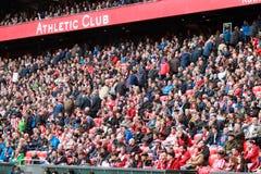 BILBAO, ESPAGNE - ARPIL 3 : Les fans laissent le jeu pour le mauvais jeu dans le match entre l'Athletic Bilbao et Grenade, célébr Images libres de droits