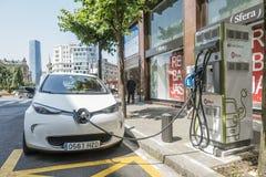 Bilbao, Espagne 26 juin 2018 : Des voitures électriques Renault Zoe sont chargées aux stations de charge à Bilbao Photographie stock