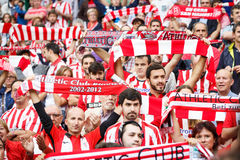 BILBAO, ESPAGNE - 16 OCTOBRE : Fans de club sportif Bilbao dans l'action dans la correspondance entre l'Athletic Bilbao et Real S Photos stock