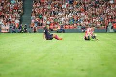 BILBAO, ESPANHA - 28 DE AGOSTO: Jogador de Luis Suarez, do FC Barcelona, e Aymeric Laporte, jogador de Bilbao, durante a harmonia Imagens de Stock Royalty Free