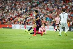 BILBAO, ESPANHA - 28 DE AGOSTO: Jogador de Luis Suarez, do FC Barcelona, e Gorka Iraizoz, goleiros de Bilbao, durante a harmonia  Imagem de Stock Royalty Free